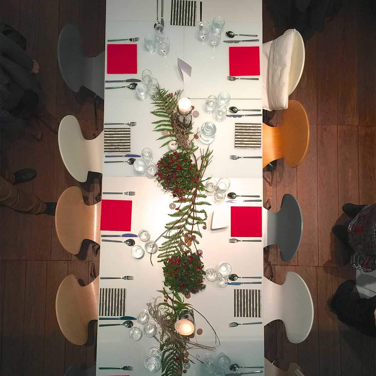 Gedeckte Tafel für ein Abendessen im Eventraum Erlebnisraum